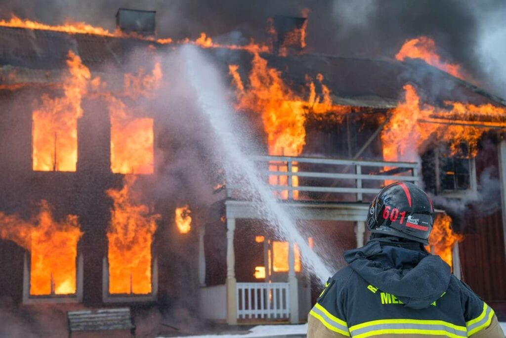 how do home security systems protect against fire and floods (2)