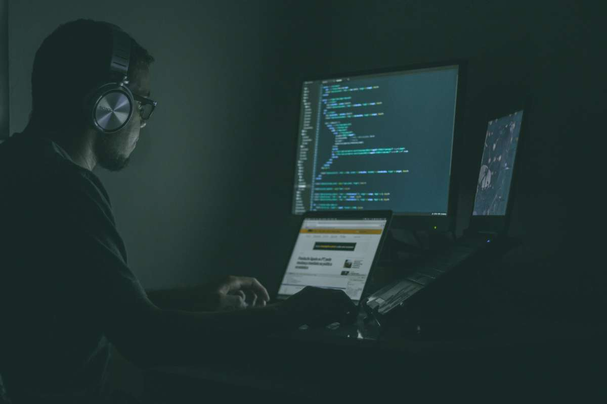 how do you know if someone is accessing your computer remotely