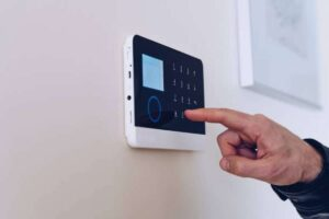 how does the backup battery for an alarm system work (3)