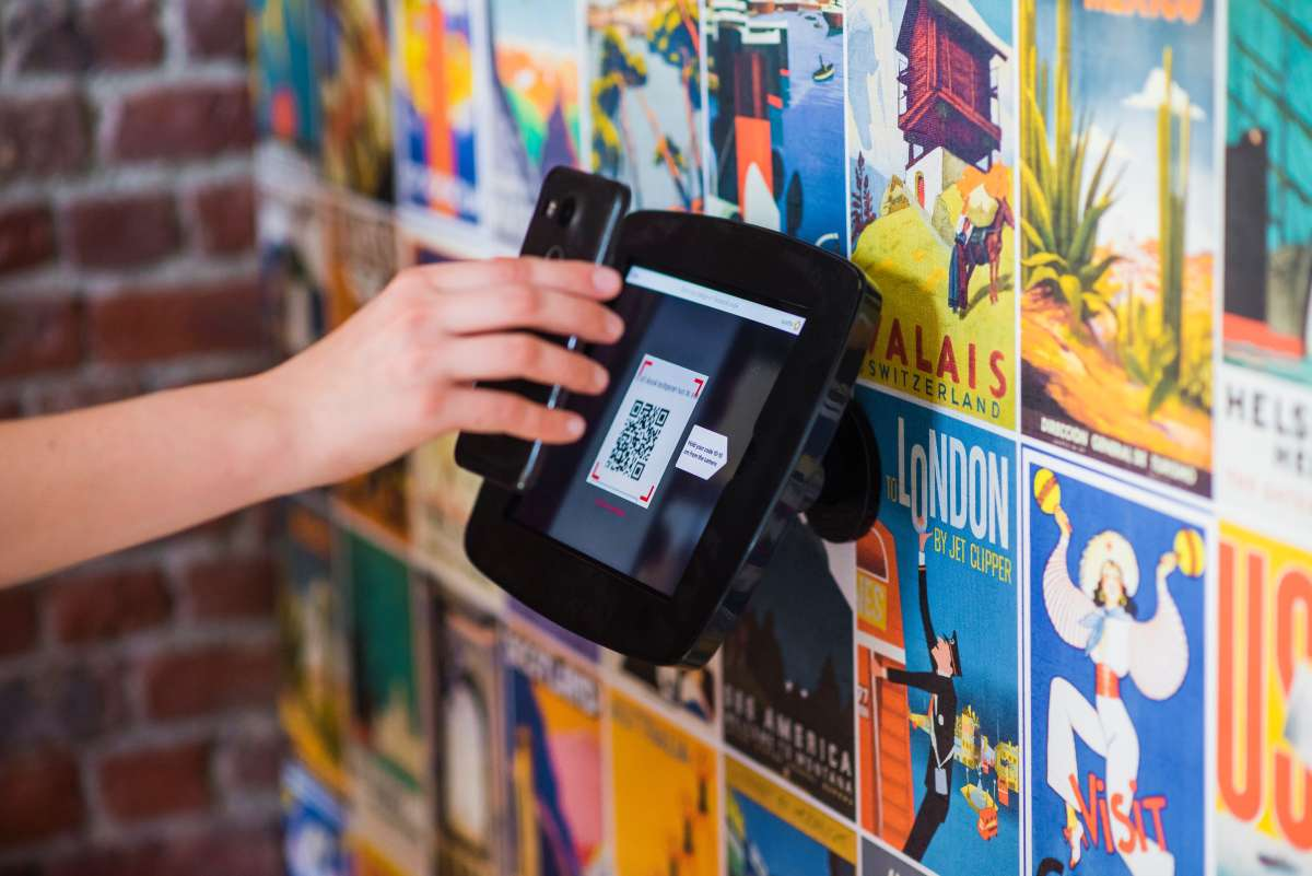 what is the difference between a qr code and rfid (3)
